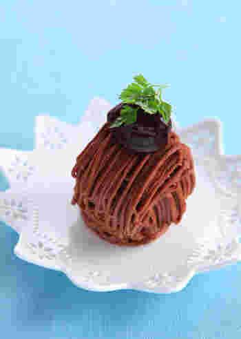 マロンクリームとチョコレートを合わせた、お店のようなチョコモンブラン。これができたら、ちょっと自慢できそうですね。モンブラン好きな彼やお友達に贈りましょう。