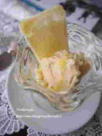チーズとアイスクリームの組み合わせって食べたことありますか?濃厚な味わいのハーモニーに、スプーンが止まらなくなりますよ!オリーブオイルで、さらにリッチな味わいに。