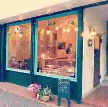 ポップで可愛らしい雰囲気のお店「Ruffy Tuffy(ラフィータフィー)」。天然酵母と国産小麦を使ったパン屋さんです。
