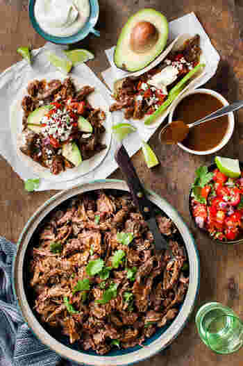 本場メキシコの牛ほぐし肉のタコスの具の作り方です。お野菜と一緒に、タコスに挟んでみてはいかが?!