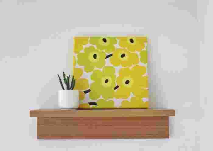 """箱タイプのものやコーナー棚など種類が豊富な""""壁に付けられる家具""""。このうちサイズオーダーできるのは画像の棚と、長押(なげし)、フレーム、ミラーの4種類です。"""