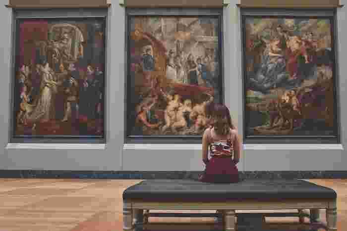 美術館は絵や彫刻を楽しむだけではなく、その空間そのものの雰囲気に酔いしれることができる場所です。海外からの特別な展覧会だけではなく、地元の美術館の常設展を見てみるのも味わい深いものですよ。
