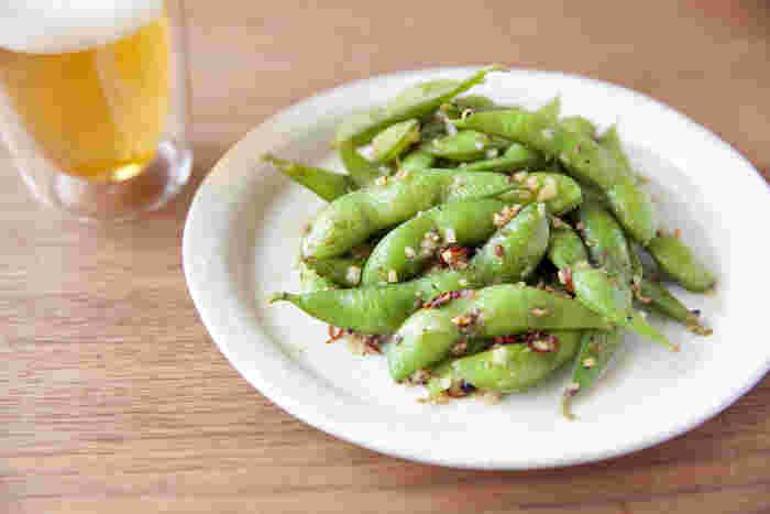 花椒のしびれる辛さとにんにくの風味がビールによく合う一品に。ぱぱっとおつまみを作りたいときや、あと一品欲しいときに便利です。