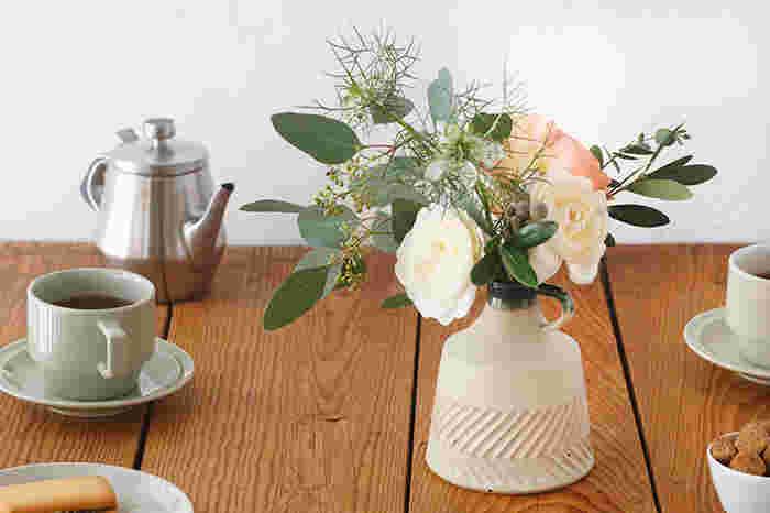 お花のある生活に憧れるけれど、綺麗に活けられるか不安で手が出せない方も多いのでは?そんなときはまず、素敵な「花器」に注目して選んでみませんか?今回は、置くだけでサマになるような、素敵な花器をたくさんご紹介します。そんな花器なら、お花をもっと輝かせてくれるはず♪