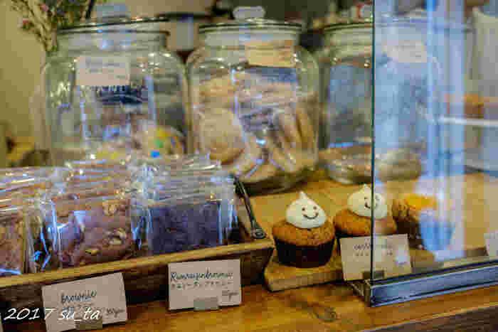 営業日は不定期なので、お店のフェイスブックなどで営業日の確認をしてみてくださいね。そして人気店なのでなるべく早めに訪れることをオススメします。アメリカンな焼き菓子。港町横浜の新しい顔として君臨しそうな勢いですよ。