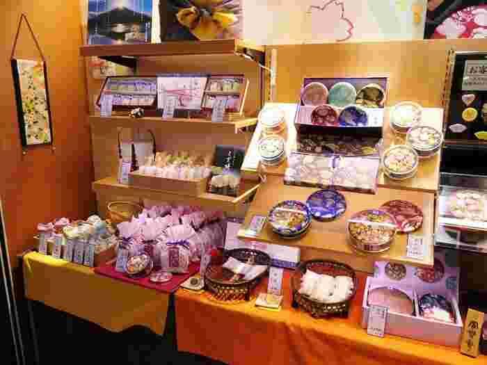 明治23年創業の江戸和菓子屋「銀座菊廼」さん。揚げまんじゅうやくず餅も評判ですが、「銀座菊廼」で最も名高い商品をとりあげたいと思います。