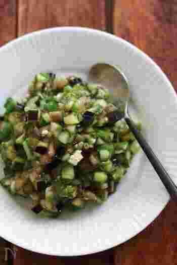 夏野菜をたっぷり使った山形の郷土料理、「だし」。本来はがごめ昆布などの旨味と粘り気を活かしますが、めんつゆとおくらで手軽に作っても。ほかほかご飯によく合いますよ。