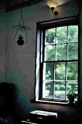 電気の方が便利で手軽ではありますが、オイルランプが灯す灯りもまた素敵なものです。幻想の世界に連れて行ってくれる様々な種類のオイルランプを見ていきましょう。