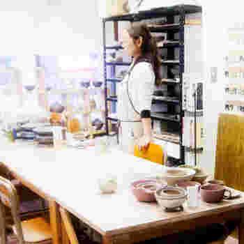 吉永さんの陶工房では、週2~3日、陶芸教室が開催されています。まずは、体験教室から始めてみるのもいいかもしれません。