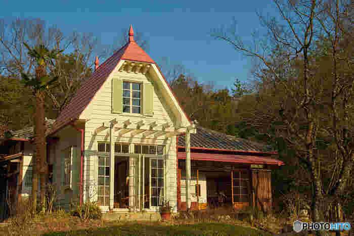 「サツキとメイの家」は、愛・地球博記念公園(モリコロパーク)にあります。昭和初期の伝統的な木造建築技術で忠実に再現されています。