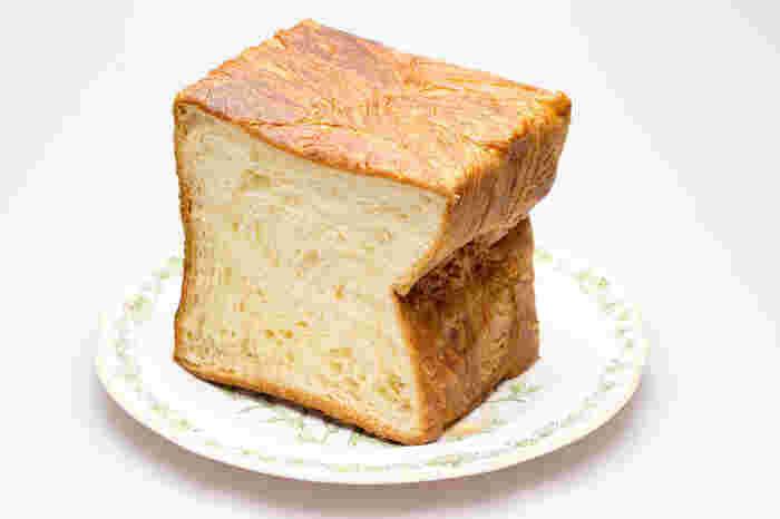地元の人に愛されているのは「デニッシュトースト」。  デニッシュ生地でできたトーストは、焼いても美味しいしそのままでも絶品! お持ち帰りに是非♪