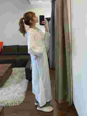 1枚でサラリと着こなせるワンピース。上から被るだけで着られるワンピースは、リモートワークに最適です。普段仕事に着ていけないラフなワンピースもリモートワークなら一目を気にせず着られますね*