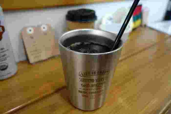 こちらはウォータードリップアイスコーヒー。ダッチコーヒーと呼ばれる点滴透過式抽出だそう。 8時間以上の時間をかけて水でじっくりコーヒーを抽出するため、甘みが増し、苦味も柔らかくなるとのこと。 これからの季節にぴったり!  気軽に立ち寄れるので、ついつい通いたくなるお店です♪