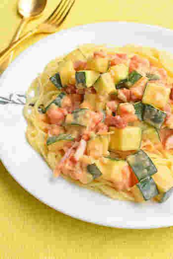 角切りのトマトとズッキーニがごろごろ♪食べごたえのあるクリームパスタです。