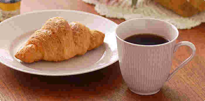 そこで、使うのが楽しみになるようなマグカップをご紹介します。お気に入りが見つかれば、コーヒーや紅茶がもっとおいしく感じられるようになるかもしれませんよ。