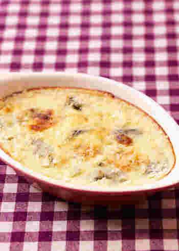 冬の贅沢「牡蠣グラタン」。牡蠣を白ワインで蒸し焼きにしてから、小麦粉を炒め合わせた野菜とともにオーブン焼きします。意外にもそれほど手間はかかりませんので、ぜひおすすめ。