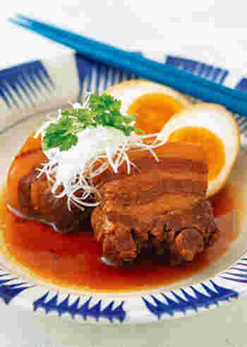 ニョクマムやナンプラーを使って、ベトナム風の角煮に。たまには、異国の風味も新鮮です。そのほかのメニューも東南アジアのお料理でそろえて、素敵なエスニックテーブルにしてみるのもいいかも♪