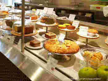ローズベーカリーは、パリで人気のオーガニックのベーカリーです。 日本では伊勢丹新宿、銀座、吉祥寺、丸の内、羽田空港に店舗があります。