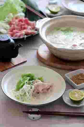 土鍋といえば、思い浮かぶのが鍋料理。水炊きや寄せ鍋、しゃぶしゃぶなどの鍋料理をはじめ、雑炊やおでんなど・・・ご家庭で大活躍するアイテムですね。