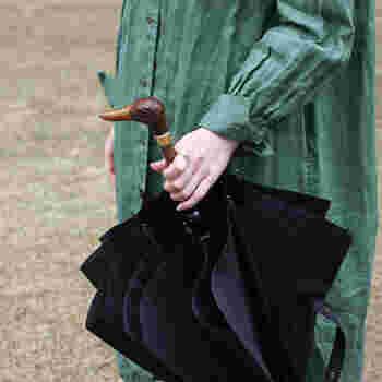 Guy de Jean|Umbrella  持ち手が動物の顔になったユニークな一本。英国紳士が持っている杖を思わせる、クラシカルなのにモードなデザインです。シンプルな中に遊び心が欲しい方におすすめ。