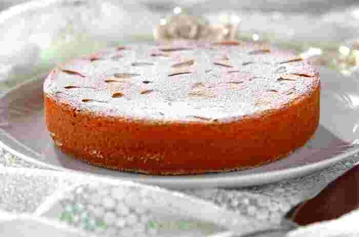 パリ発祥の、アーモンドプードルをふんだんに使ったアーモンドの含有量の多い焼き菓子「パン・ド・ジェーヌ」。こちらのレシピは薄力粉などは使用せずにアーモンドプードルだけで作る、ちょっと贅沢なレシピ。シンプルでながら風味豊かな味わい深い仕上がりに何度もリピしたくなりそう。