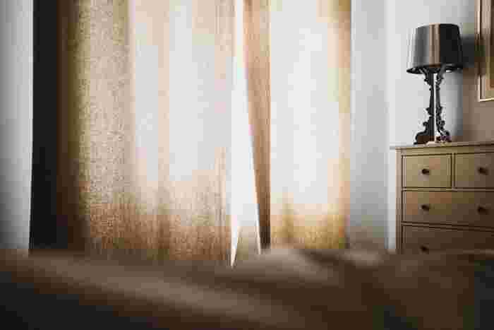 カーテンなどのファブリックにつけて、お部屋をほんのり香らせることもできたりと、活用方法が広いのも特徴。