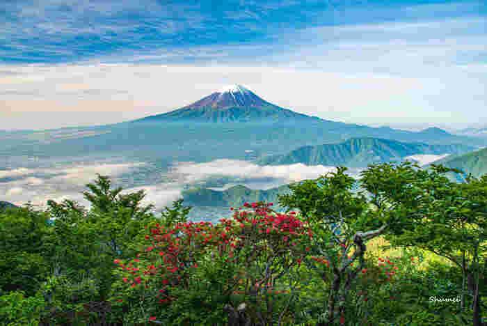 普段から登山しない人にとっては、富士登山は一生で何回もないビッグイベント。どれだけ準備をしてもその道のりは簡単ではありませんが、それを乗り越えたからこそ出会える景色は、一生忘れられない宝物になるでしょう。決して無理をしてはいけない登山ですが、体調など万全に整えてぜひチャレンジしてみてくださいね。