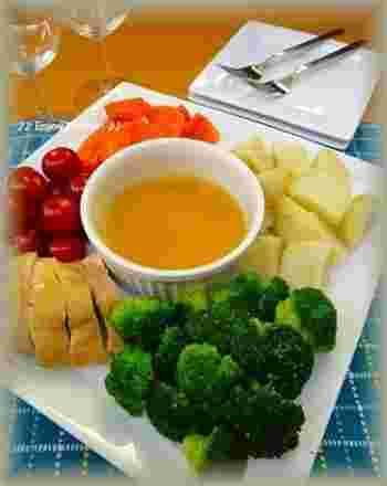 バーニャカウダといえば、アンチョビとガーリック、オリーブオイルで作るソースですが、なんとこれは焼肉のタレと生クリームの組み回せ。これもまた新鮮で美味しいんですよ。お試しあれ。