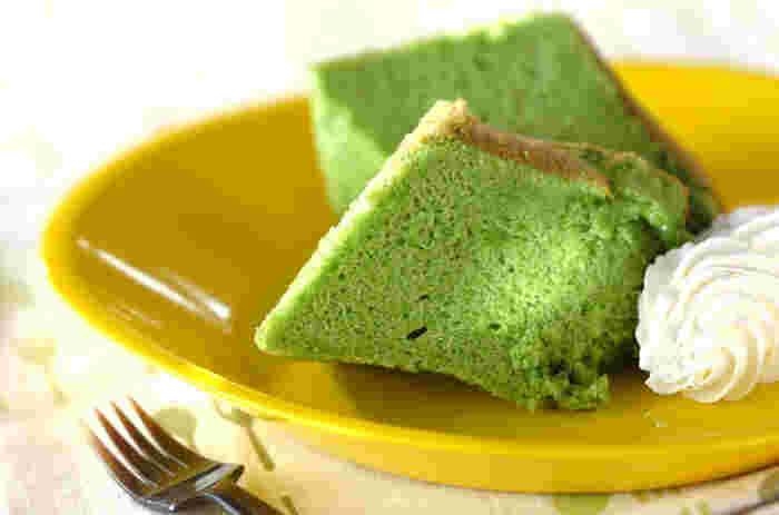 きれいな緑で抹茶かなと思いきや、実はほうれん草を使っているんです。野菜の青臭さはなく、小さい子でもどんどん食べられる美味しさ。栄養面でもおすすめのシフォンケーキです。