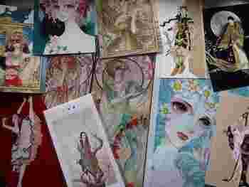 同じ建物内にあり、同時に楽しめる弥生美術館では、挿絵画家として大正時代に活躍した高畠華宵(たかばたけかしょう)の作品を中心に、雑誌や漫画などレトロな出版美術を堪能できますよ♪(画像は漫画家山岸涼子の作品)