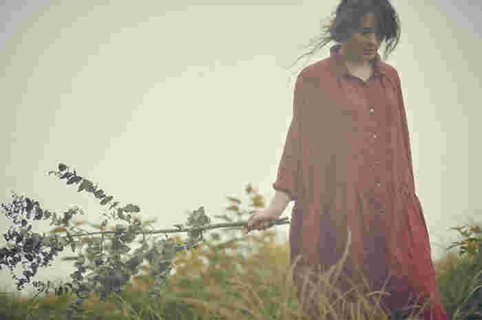 ナチュラルで優しい雰囲気に包まれた【ICHI】と【ICHI Antiquite's】のお洋服は、着ていくほどに風合いが増して、愛着が湧きそうなアイテムばかり。