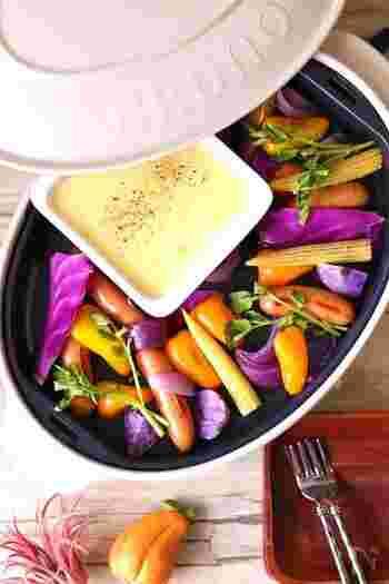 お餅のように伸びるマッシュポテト「アリゴ」は、フランスの郷土料理。ホームパーティなどにもとても人気ですね。紫玉ねぎや紫キャベツ・紫じゃがいもなどカラフルな野菜を使うことで、よりおしゃれで大人っぽく♪女子会などにおすすめです。