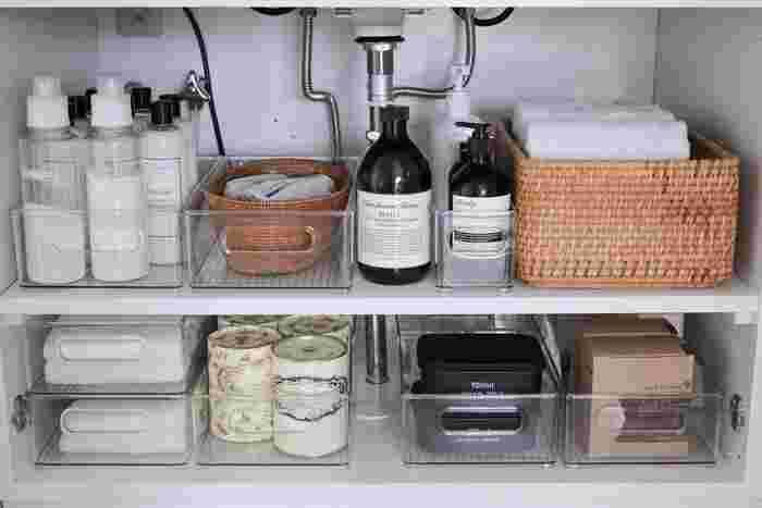 洗面下のスペースも素敵な「かご」を使って、小物や日用品をおしゃれに収納してみませんか?こちらのブロガーさんのように整理ボックスと組み合わせて、洗剤やタオルなどカテゴリごとに分けて整理すると、機能性的で使いやすい収納スペースを作ることができます。