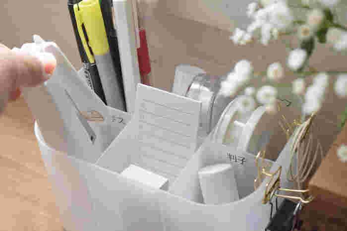 アイテムを使ったら戻すという習慣をつけるためにも、それぞれのモノの定位置を記した小分けケースを用意してあげるのもおすすめ。100円ショップの仕切りケースにテプラで名前をつけてあげると、戻しやすくなります。
