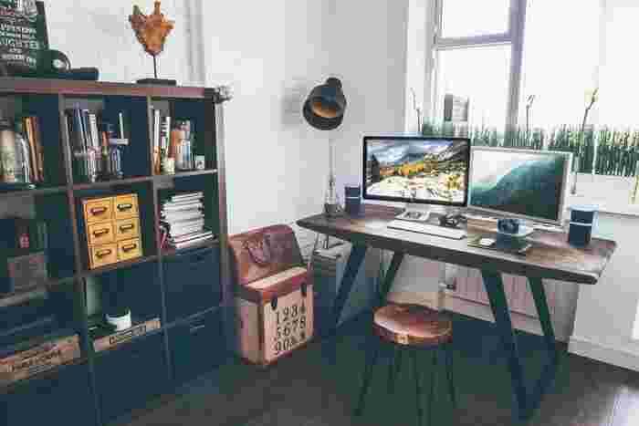 机の上、棚の一段一段、窓拭き、床拭きなど、同じ部屋でもスペース別に小分けに掃除していきます。全体を一度に済ませようとするとかなり気合いが必要ですが、一箇所ずつなら気軽に始められますよ♪