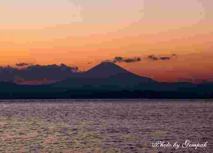 天気が良いときは、温泉に浸かりながら綺麗な夕日とともに富士山も眺めることが出来ます。