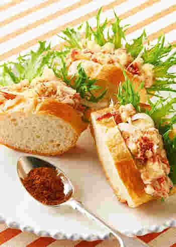ポテトサラダの味付けにもガラムマサラが大活躍♪バゲットに挟んでおしゃれなエスニックサンドを楽しみましょう。お弁当にもぴったりですね。