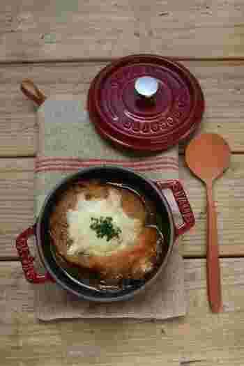 オニオングラタンスープもおすすめ。 時間のない時は、缶詰やインスタントのスープを使えば、うんと手軽にできちゃいます。