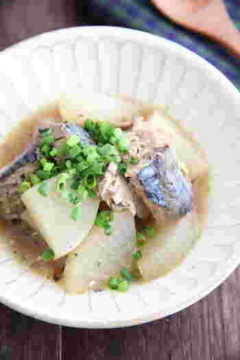 すでにサバの身がやわらかくなっているサバ缶。短時間でさば大根を作ることができます。しょうがを入れて、お魚の臭みを消すとさらに食べやすくなります。