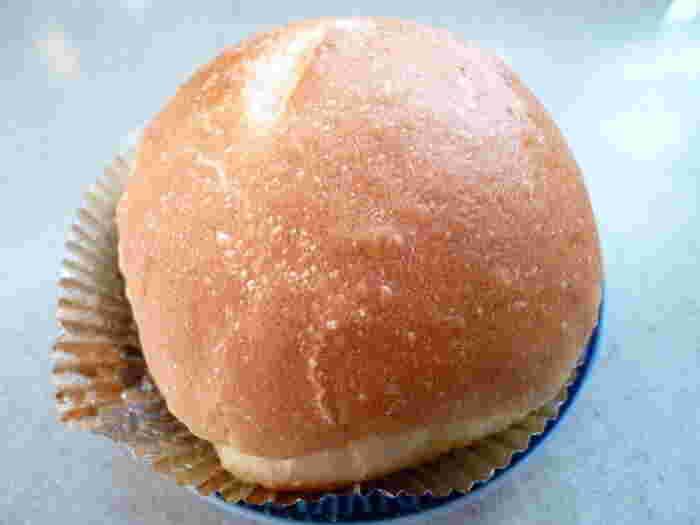 こちらはバターフランス。どこか懐かしいフランスパン生地で美味しそうです。