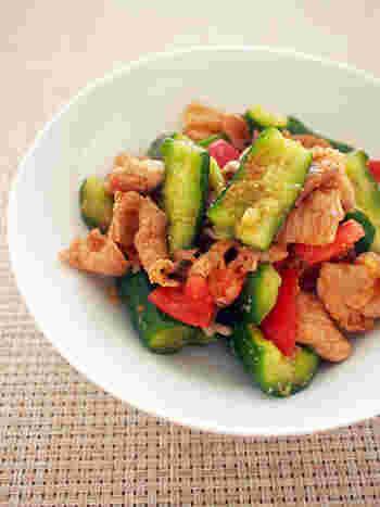 たたききゅうりがいい味を出す、キュウリと豚肉の辛ウマ中華。生姜や豆板醤などでさっと炒めた、大人味のさっぱりおかずです♪