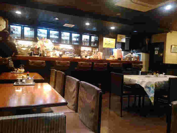 「珈琲中川」は、昔懐かしい風情を感じる純喫茶です。昔ながらの常連さんも多く、地元に根付いた喫茶店として営業を続けています。なんといっても24時間営業しているのが魅力。朝6:30~のモーニングを食べに行ったり、夜飲んだ後にコーヒーやスイーツを食べる人も多いんです。