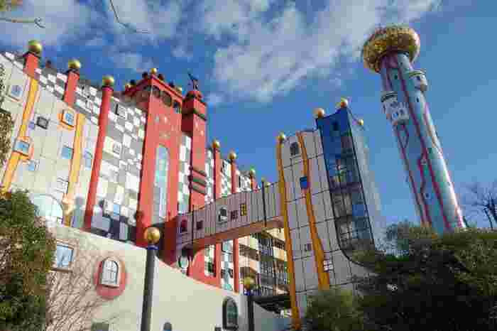 近隣にあるUSJと間違えてやってくる人もいる・・・という派手な外観ですが、立派な大阪の観光スポットなんです。