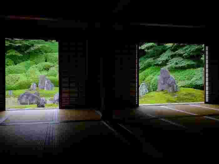 【東福寺塔頭「光明院」方丈前の池泉式の枯山水庭園『波心の庭』】