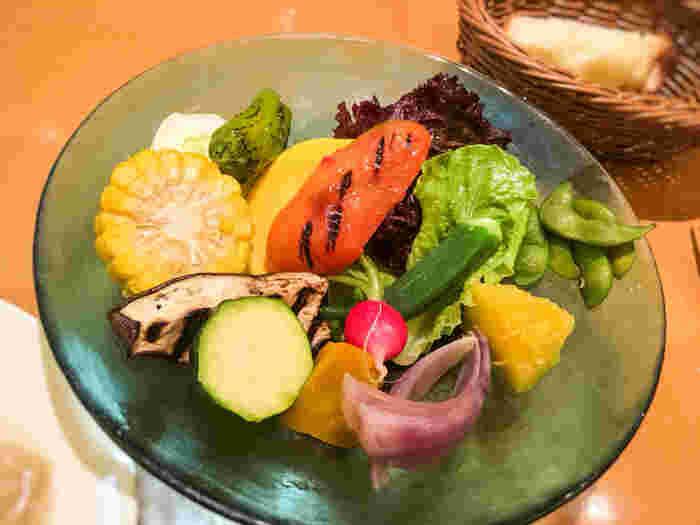 パスタランチに付くバーニャカウダ。毎朝庄内から直送されてくる、山形産の新鮮な野菜を存分に味わえます。