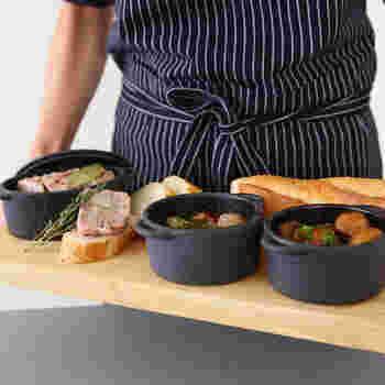 アヒージョやキッシュなどの卵料理、フォンデュや肉料理などなど…。オシャレな見た目もさることながら、料理の幅をぐっと広げてくれるのが「LODGE(ロッジ)」のココット。鋳鉄製品でアメリカNo.1の老舗ブランドのアイテムです。