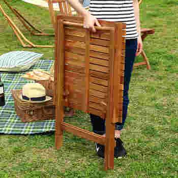 テーブル、チェア共に折り畳めるので、アウトドアの時に持って行けるのも嬉しいポイント。使わない時は畳んでおくこともできますね。