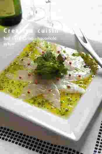 お魚とも相性のいいフルーツ。キウイをソースに使った白身魚のカルパッチョはワインにもよく合います。