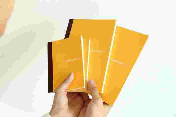 サイズが2種類あり、A6サイズは「ほぼ日手帳オリジナル」、A5サイズは「ほぼ日手帳カズン」とそれぞれ同じ大きさ。180度パタンと開くところも「ほぼ日手帳」と同じで、書きやすさ抜群です。