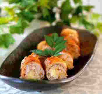 食べごたえのあるおにぎりといえば、やっぱり肉巻きおにぎり!炊き立てのごはんにキムチの素を混ぜ込んでいます。飽きのこないお味なので、何個でも食べられそうです。